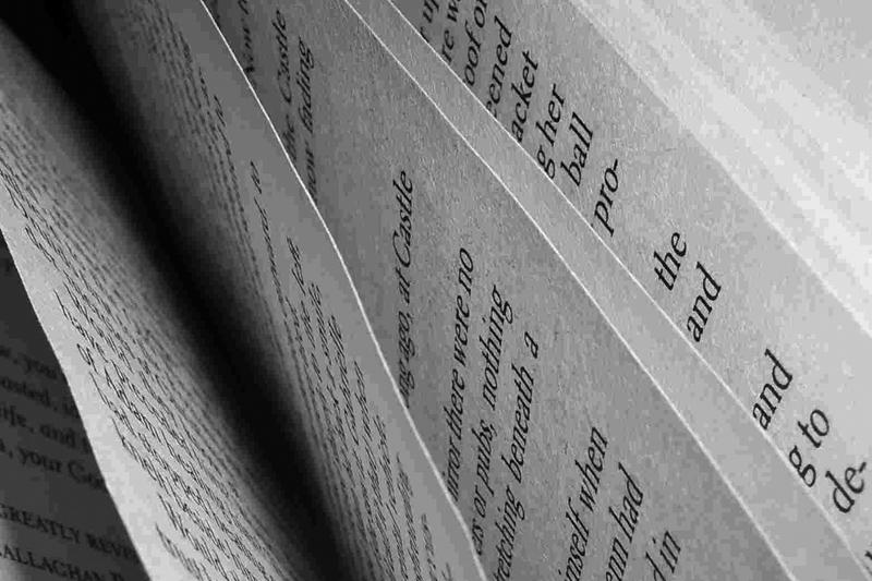 seiten-mit-schrift-von-oben_klein